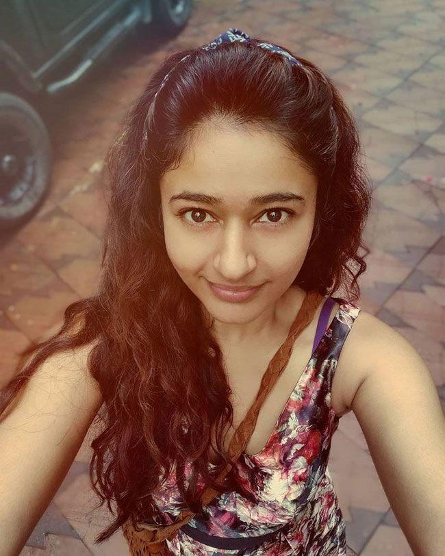 Poonam Bajwa Insta Photos