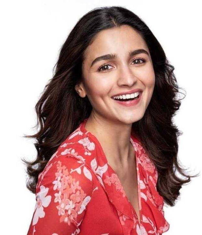 Alia Bhatt Looking Beautiful