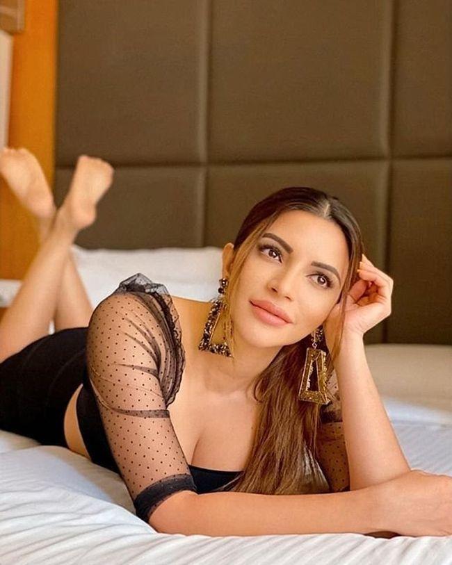 Shama Sikander Beauty Clicks