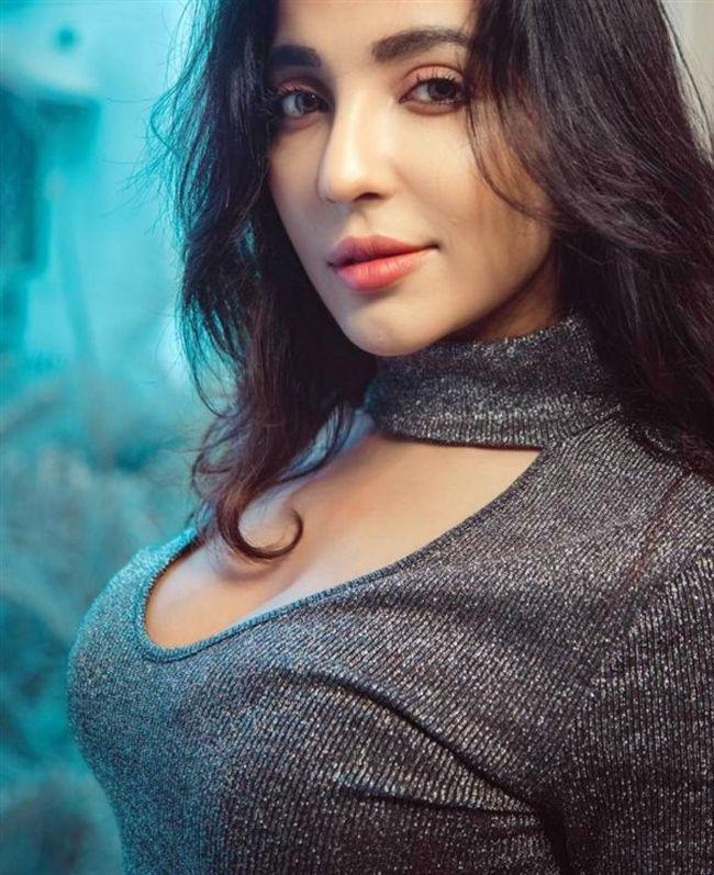 Parvatii Nair Latest Photos
