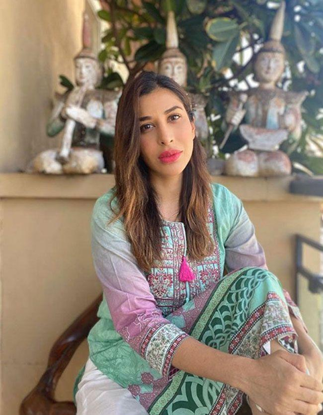 Sophie Choudry Gallery pics