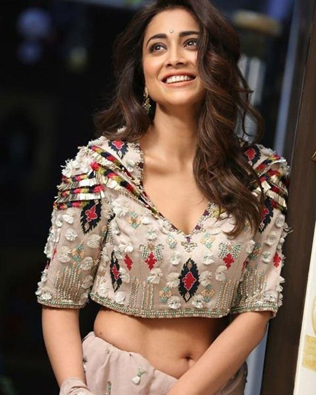 Shriya Saran Stunning Looks