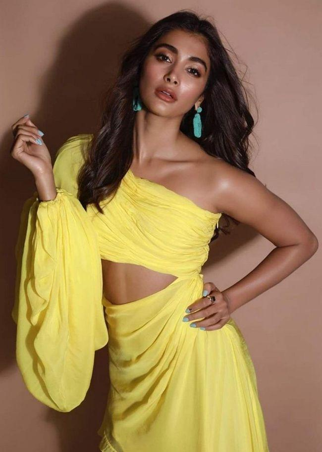 Pooja Hegde Looking Gorgeous In Yellow
