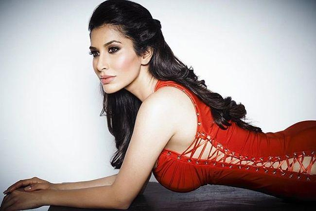 Sophie Choudry Looking Awesome