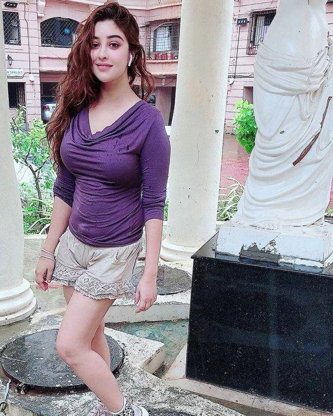 Payal Ghosh Gorgeous Looks
