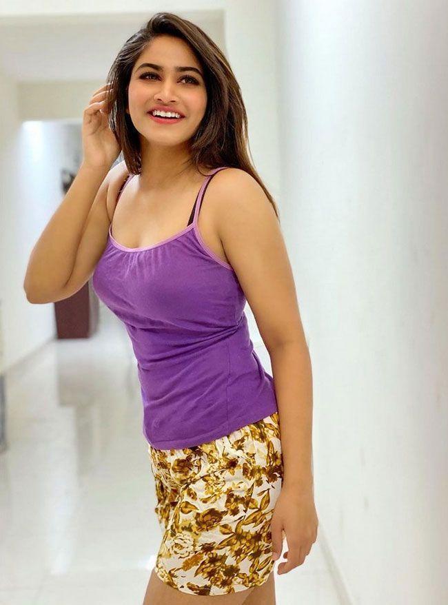 Shivani Narayanan Beautiful Pictures
