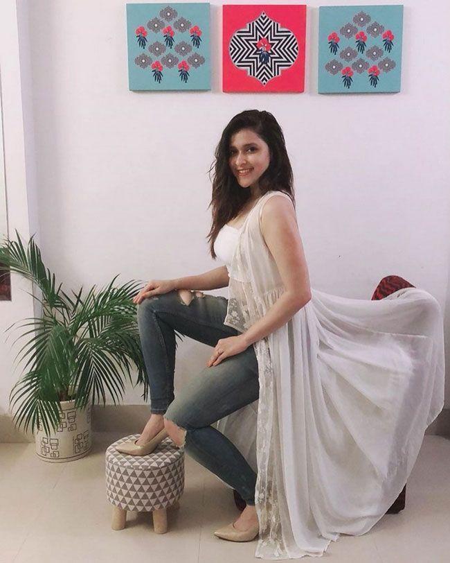 Mannara Chopra Latest Gallery