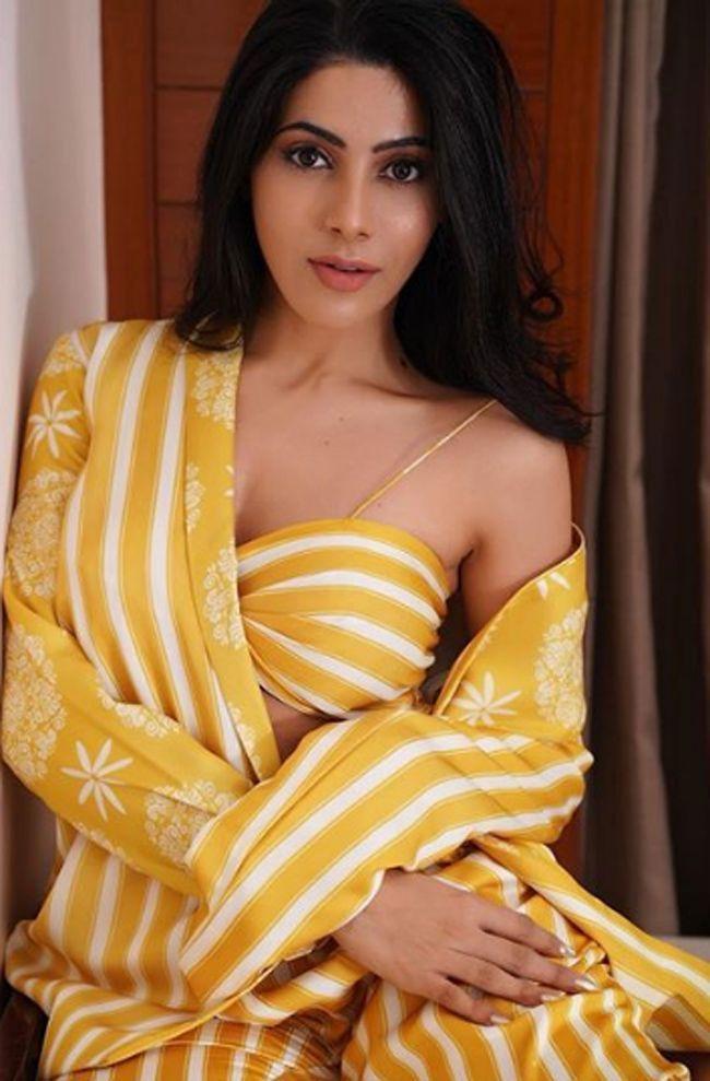 Nikki Tamboli Hd Photos