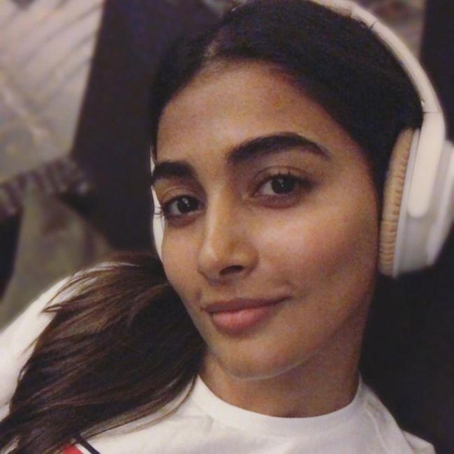 Pooja Hegde Looks Beautiful Without Makeup