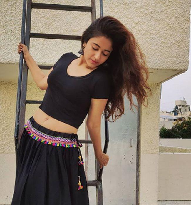Poonam Bajwa Pics Will Make Your Day