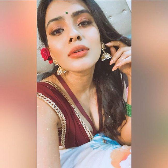 Hebah Patel Tremendous Looks