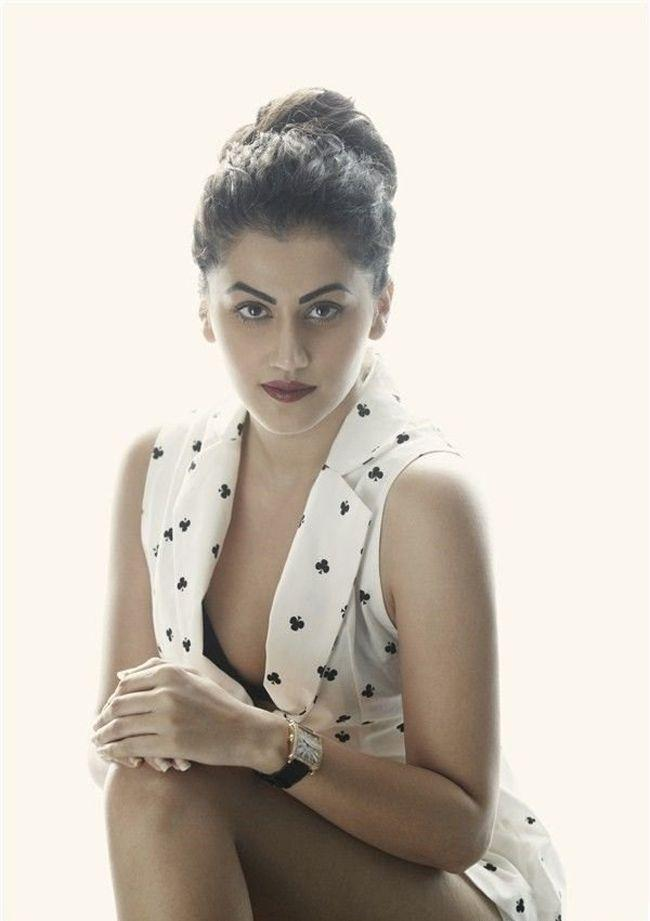 Taapsee Pannu Trendy Clicks