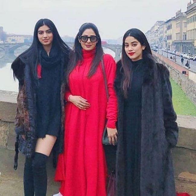 Janhvi Kapoor Adorable Insta Wallpapers