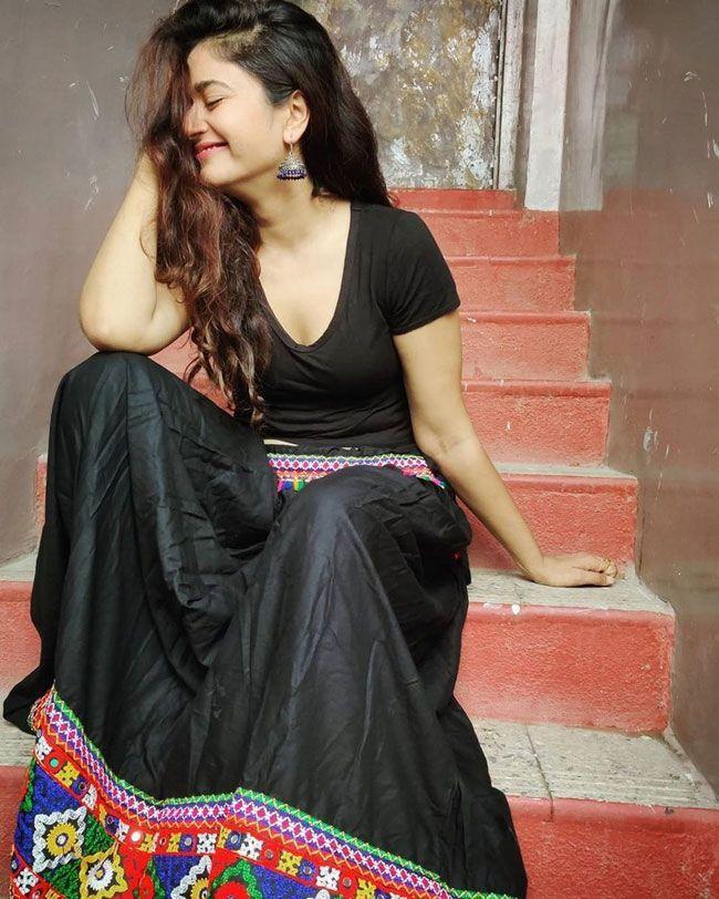Poonam Bajwa Gorgeous Pictures