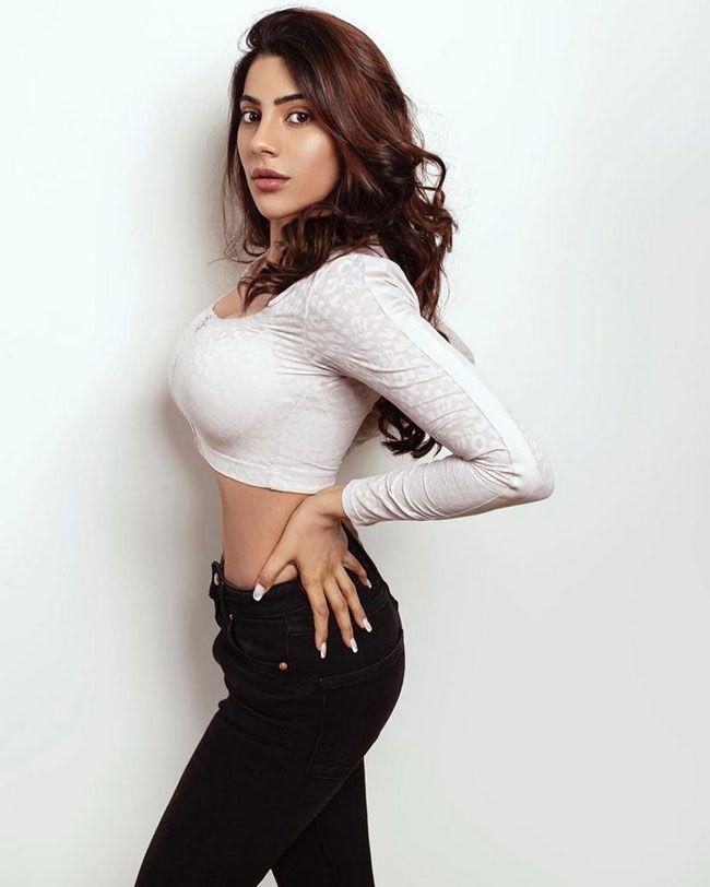 Nikki Tamboli Adorable Pictures