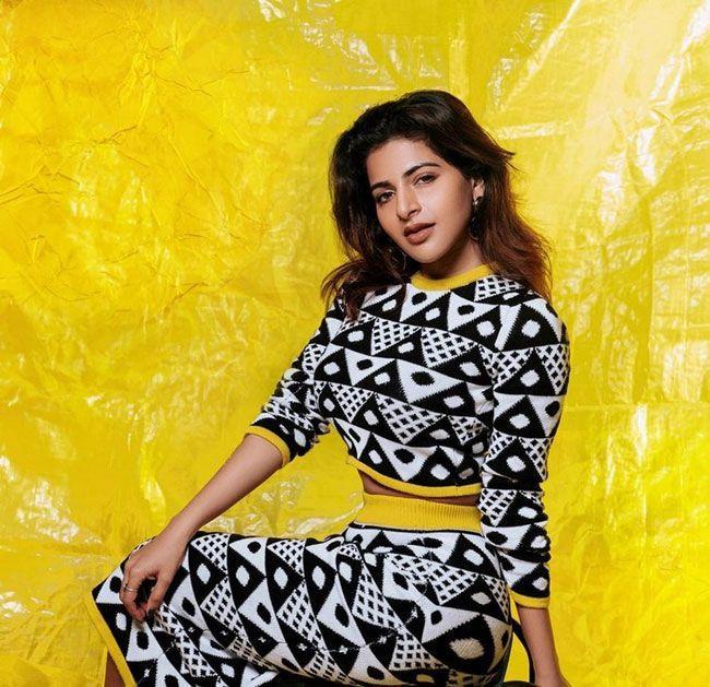 Iswarya Menon Latest Wallpapers