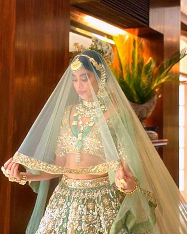 Janhvi Kapoor Beauty Clicks