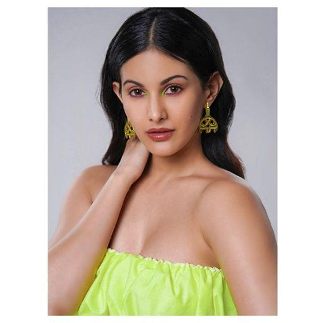Amyra Dastur Looking Cute And Awesome