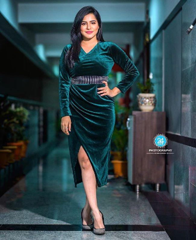 Ashu Reddy Insta Pictures