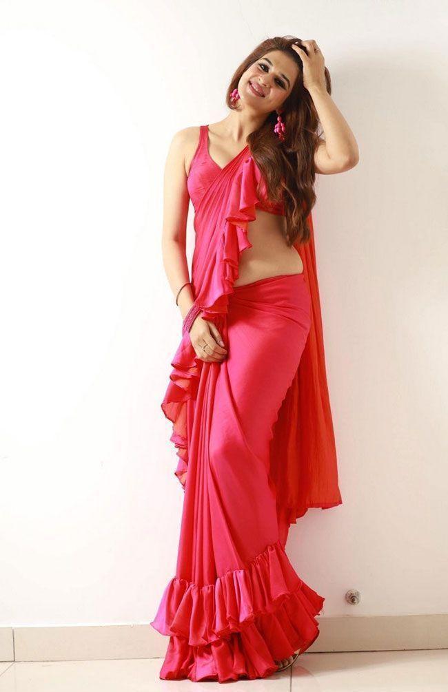 Shraddha Das Alluring Looks