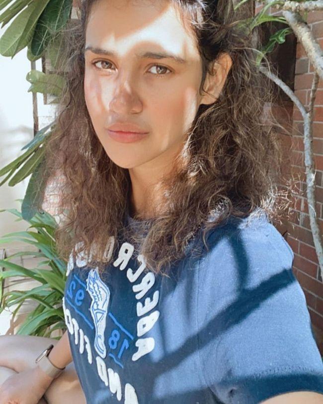 Aisha Sharma Alluring Poses