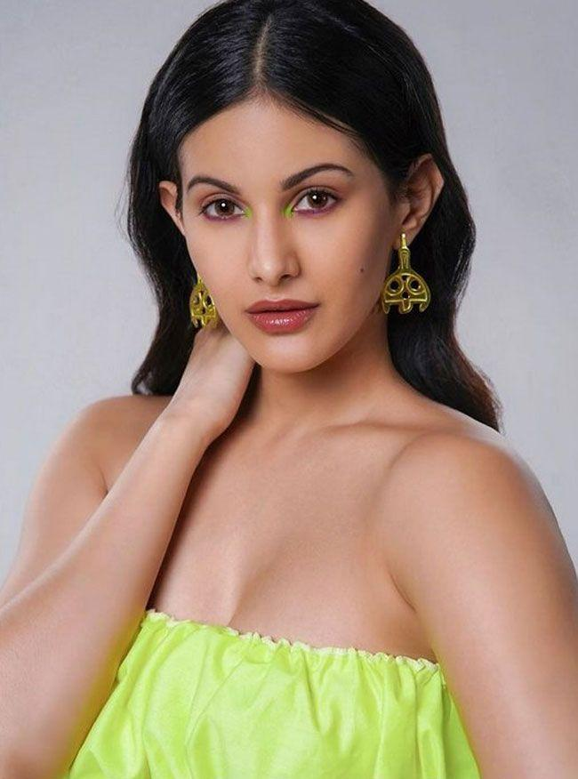 Amyra Dastur Beautiful Gallery