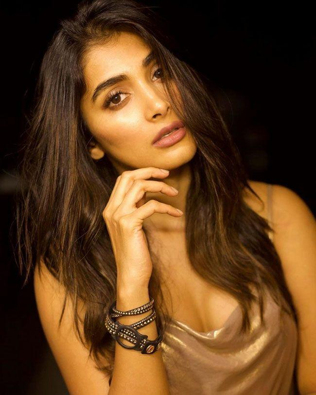 Pooja Hegde Beautiful Looks