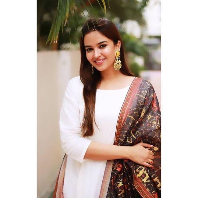 Pujita Ponnada Cute Pictures