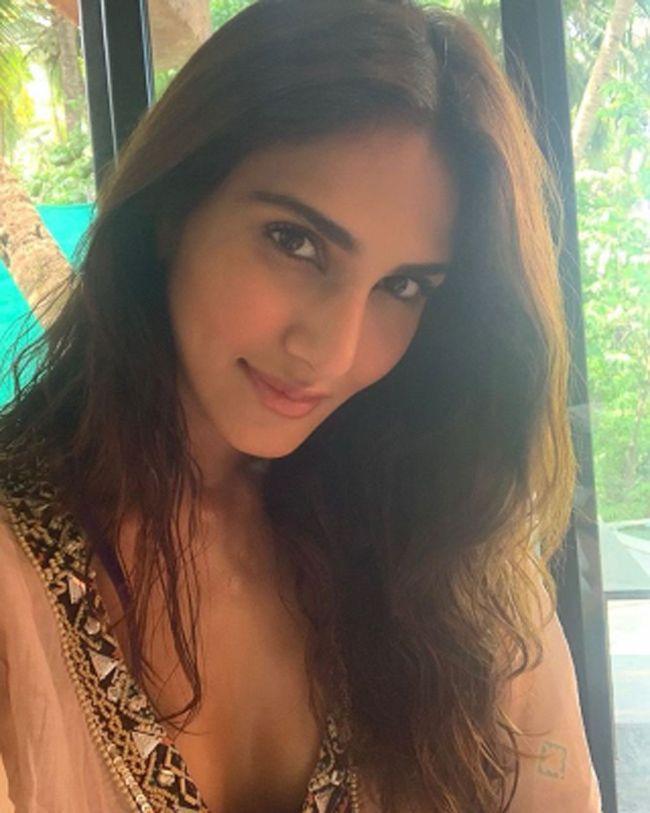 Vaani Kapoor Mesmerizing Looks