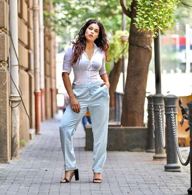 Sheeva Rana Alluring Clicks
