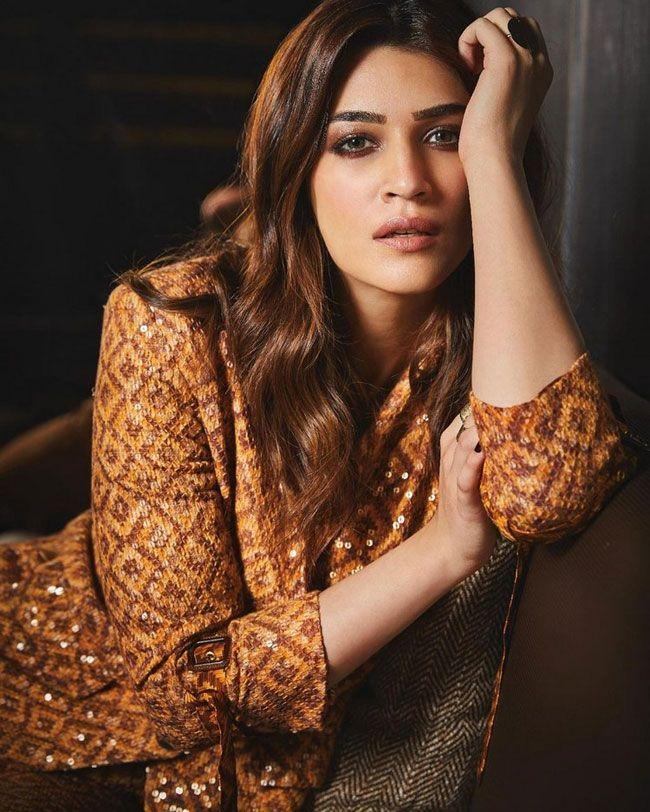 Kriti Sanon Stuns You In Latest Clicks