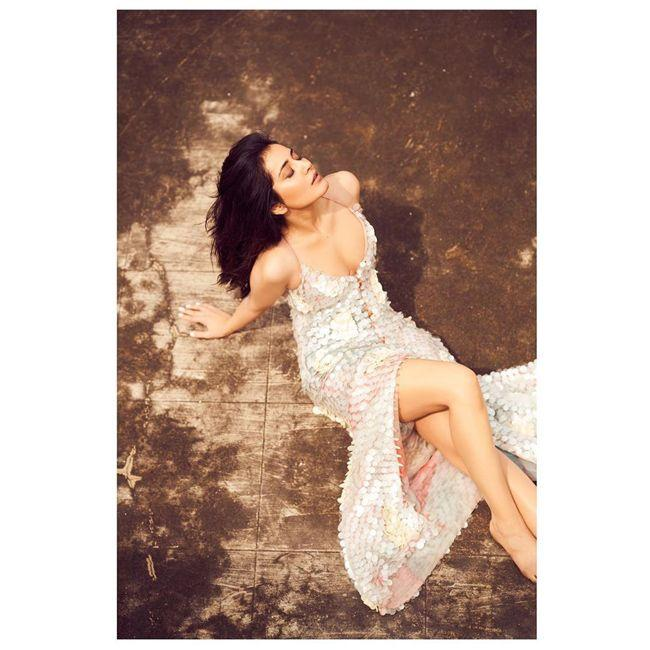 Raashi Khanna Latest Insta Poses