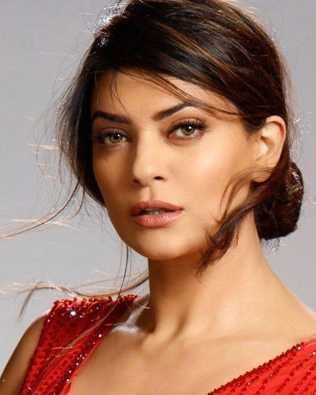 Sushmita Sen Joyful Looks
