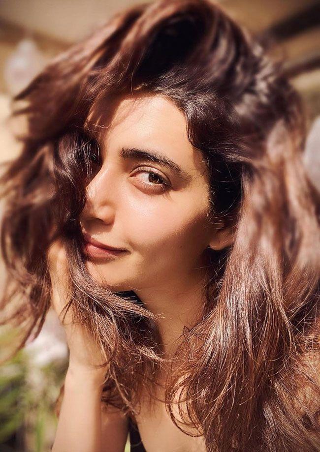 Karishma Tanna Looking Astonishing