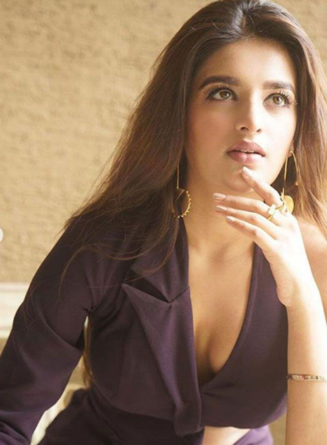 Pretty Looks Of Nidhhi Agerwal In latest Pics