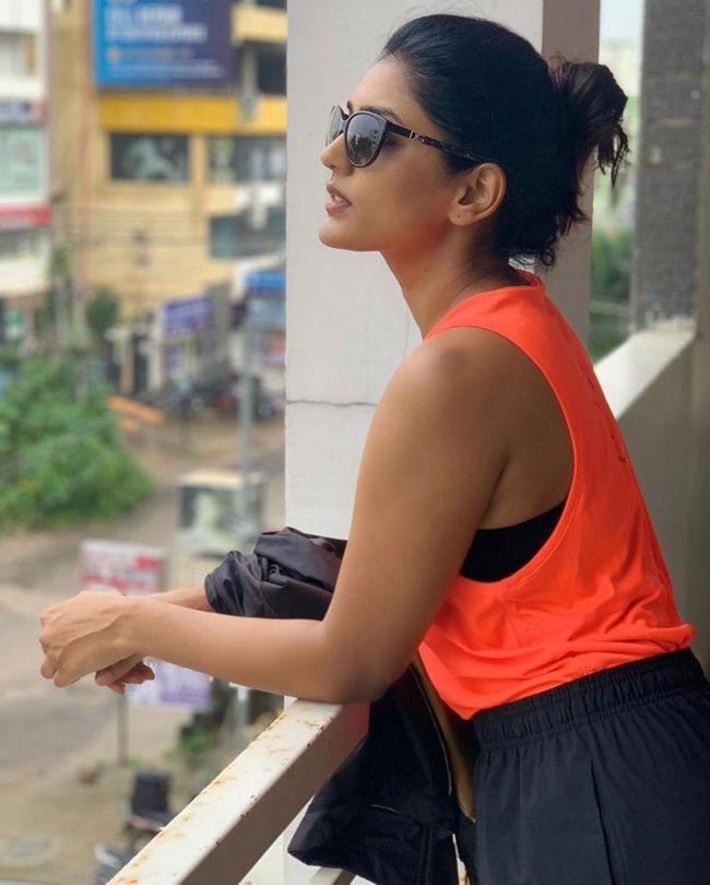Eesha Rebba Looks Beautiful