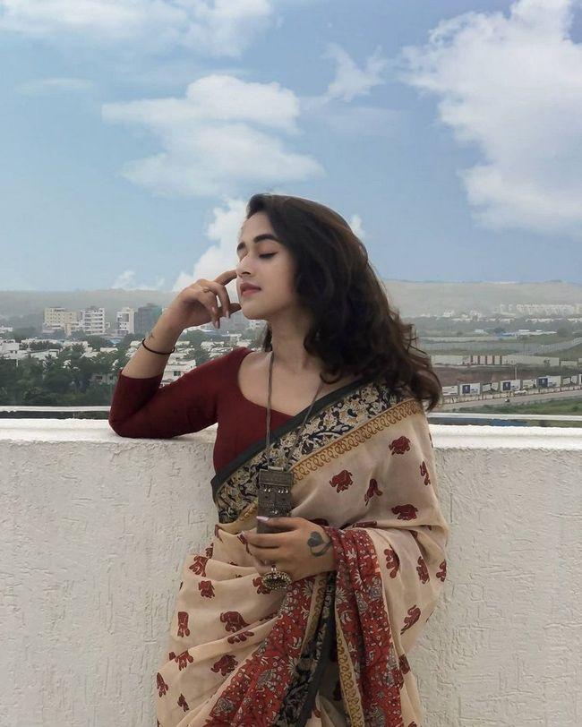 Deepthi Sunaina Saree Looks