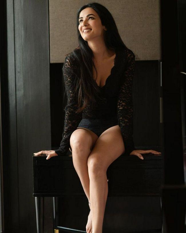 Sonal Chauhan Was Trendy