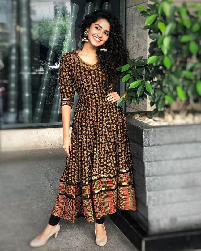 Anupama Parameswaran Alluring Clicks