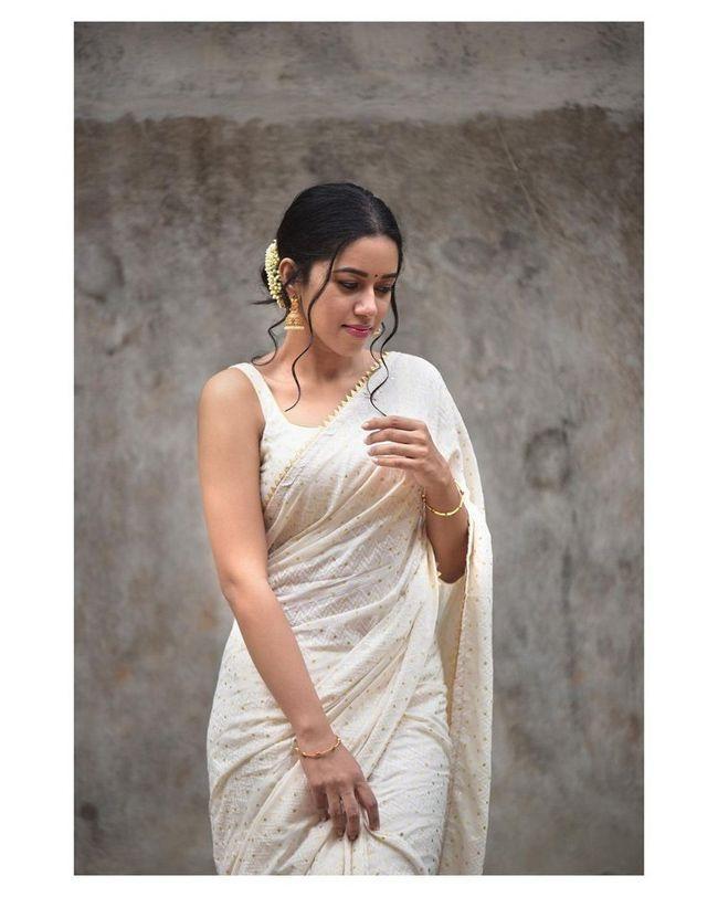 Mirnalini Ravi Looks Beautiful In White Saree