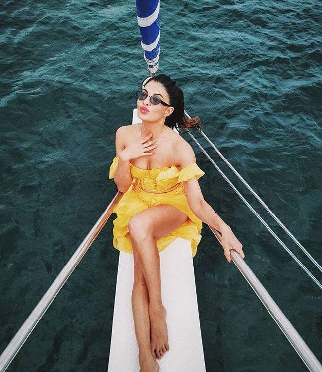 Jacqueline Fernandez Joyful Looks