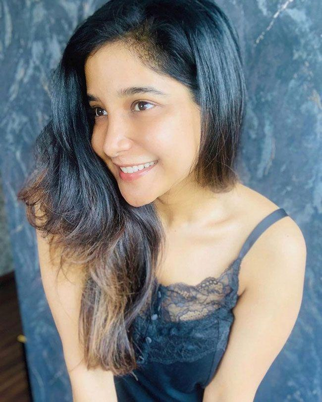 Sakshi Agarwal Stunning People With Her Trendy Looks