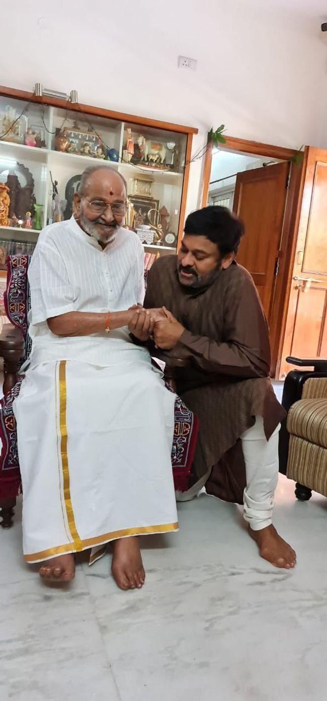 Chiranjeevi Meets K Viswanath