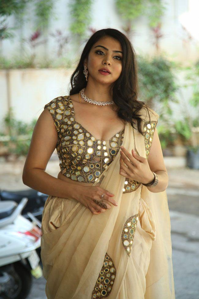 Akshata Sonawane came to the Prathyardhi Movie Opening