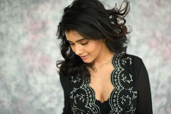 Hebah Patel Latest Pics