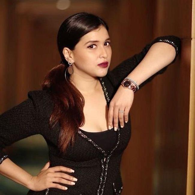 Charming Beauty Mannara Chopra Photoshoot