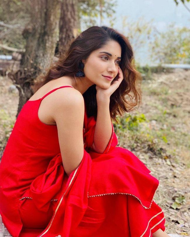 Ruhani Sharma Latest Photos