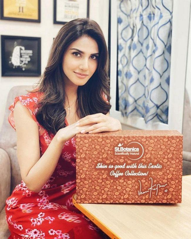 Vaani Kapoor Looking Beautiful