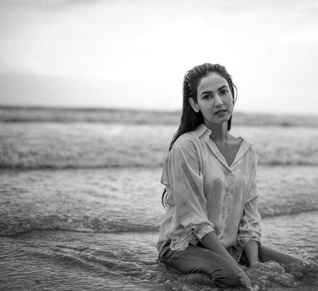 Sonal Chauhan Charming Pics