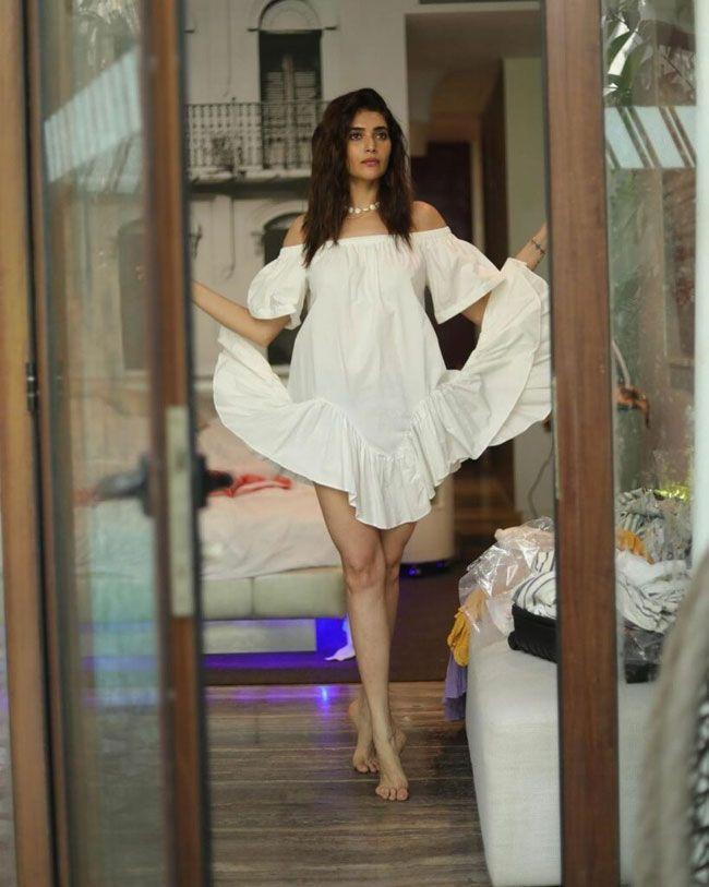 Karishma Tanna Looking pretty